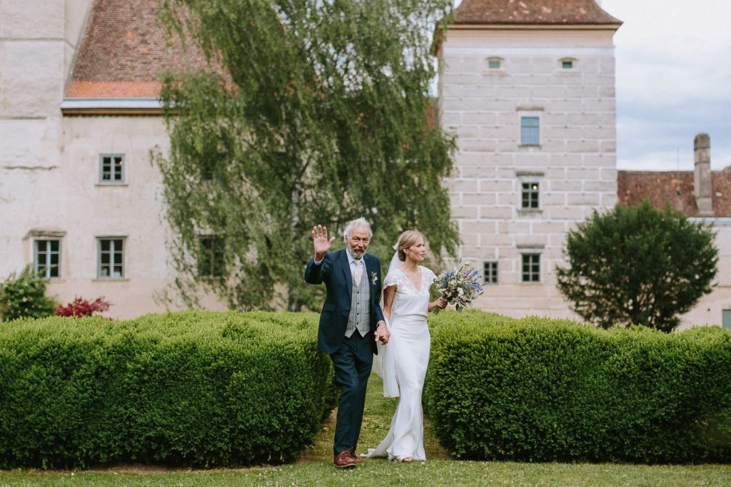 schloss walpersdorf wedding photographer