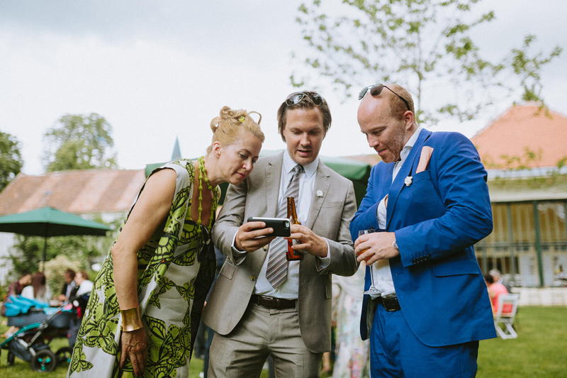 smartphone wedding fun