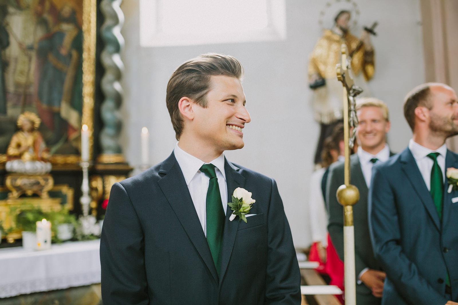 groom reaction first look bride